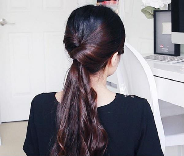 Kiểu tóc buộc xoắn