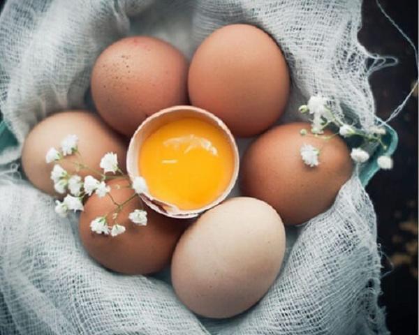 Cách làm tóc đẹp bằng mặt nạ trứng gà